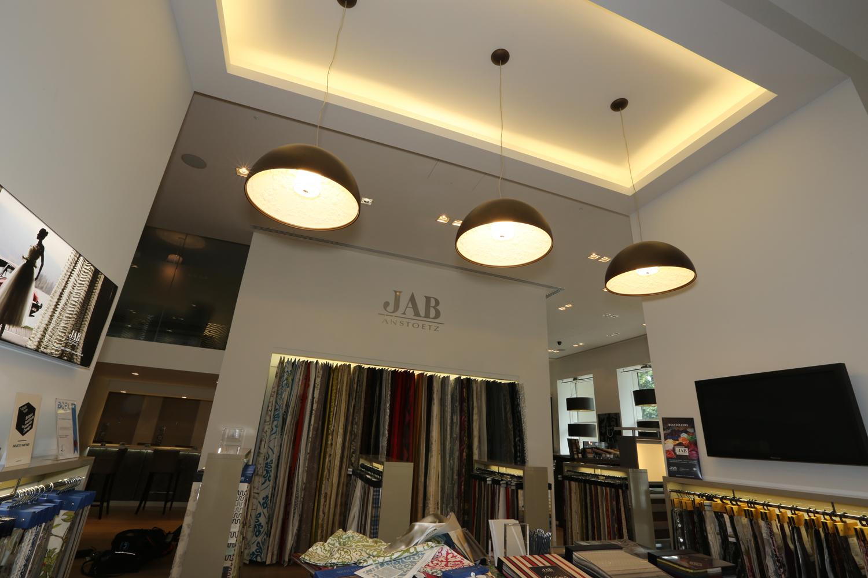jab anstoetz showroom aura elektrik s p rgesi ve yikama supurgesi fiyati. Black Bedroom Furniture Sets. Home Design Ideas